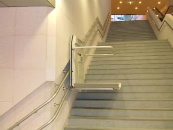 車いす用階段昇降機 EA6-1