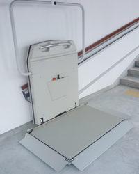 車いす用階段昇降機 EA7-1