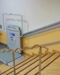 車いす用階段昇降機 シンフォニー EA7 (屋内外直線タイプ)3